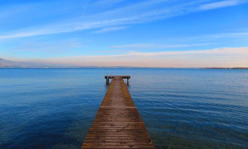 8 hotel con vista sugli 8 laghi più belli d'Italia